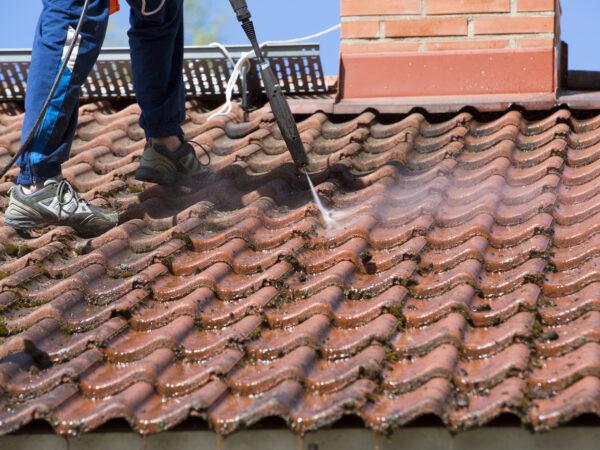 Consejos para el mantenimiento del techo para mantener su hogar cálido, seco y sin fugas